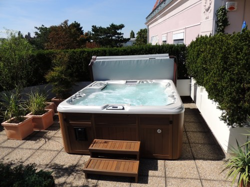 Landscaping Ideas for Your Hot Tub This Spring